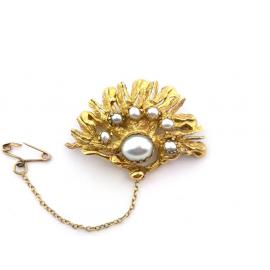 18ct Cultured Pearl Scallop Shape Brooch image